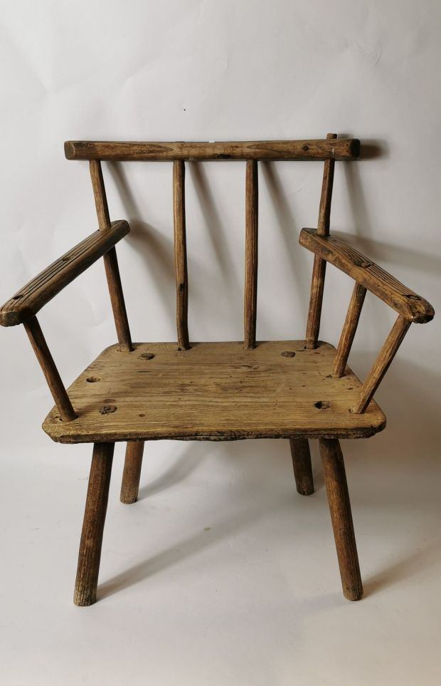 Lot 288: Early 19th century ash and elm chair from Co Cavan, €300-€400
