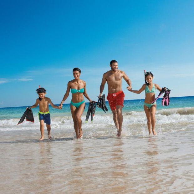 Faites de la plongée avec tuba au Dreams Resort en République dominicaine.