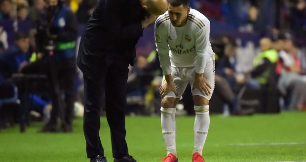 Real Madrid coach Zinedine Zidane talks to Eden Hazard who is out with an ankle injury. Photo: Jose Jordan/AFP via Getty Images