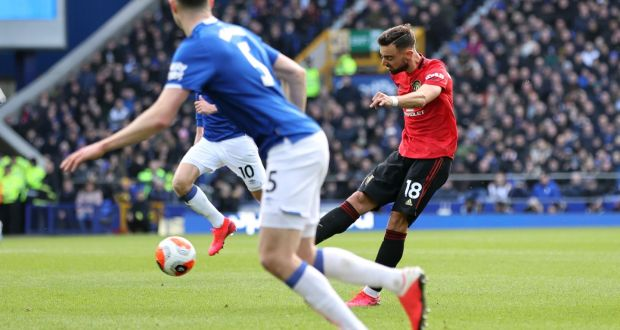 Bruno Fernandes of Manchester United scores his team's first goal during the Premier League draw with Everton. Photo: Clive Brunskill/Getty Images