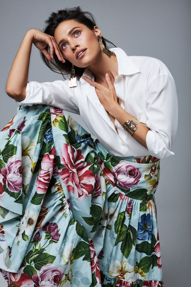 White shirt € 225 Vince, floral full skirt € 995 Dolce + Gabbana, gold cuff € 325 and gold drop earrings€ 270 both MaxMara, flat leather sandals € 490 Celine