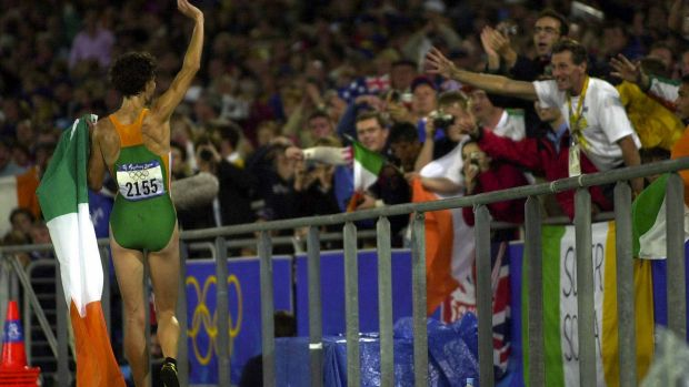 Sonia O'Sullivan does a lap of honour after winning silver. Photograph: Eric Luke