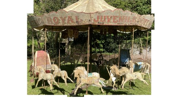 The sale of ornamental garden items features a rare 1940s fairground carousel once owned by the Farrell carnival family in Buncrana – Lot 458 (€10,000–€20,000)