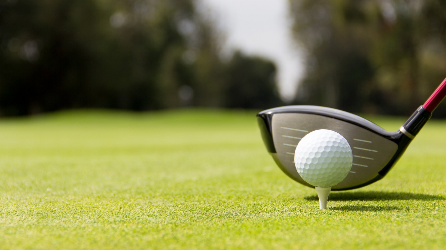 Golf club told to cancel tee times for members breaching 5km restriction