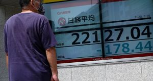 Tokyo's benchmark Topix index was flat while Hong Kong's Hang Seng rose 0.8 per cent.