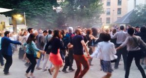 En fête: As I walked out from the Centre Culturel Irlandais (CCI) in Paris one mid-summer evening a few years ago, I discovered the extraordinary phenomenon that is Fête de la Musique.