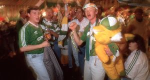 Ireland fans in the Jury's Hotel watch the match between England and Ireland at the 1990 World Cup. Photo: James Meehan/Inpho