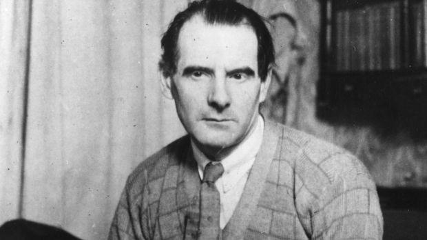 Sean O'Casey at his desk. Photograph: Hulton Archive/Getty