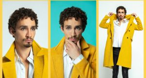 Robert Sheehan> Photographs:Erin Patrice O'Brien/Netflix