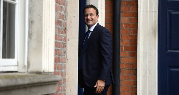 Tánaiste és vállalkozási, kereskedelmi és foglalkoztatási miniszter, Leo Varadkar, a kabinet ülésére érkezik a dublini kastélyban. Fájlfájl: Dara Mac Dónaill