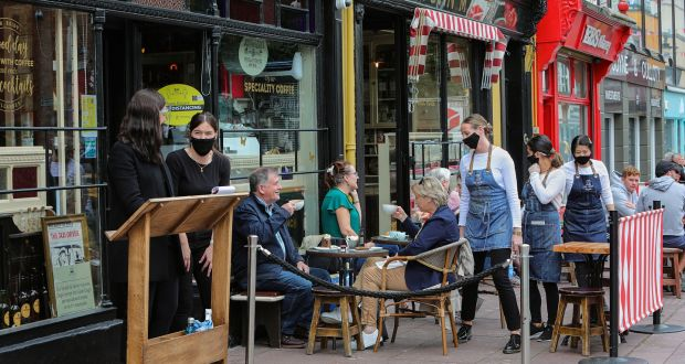 Reidy's in Killarney town centre has adopted  Covid-19 measures which are proving  popular among visitors and locals to the popular tourist town in County Kerry. Photo: Valerie O'Sullivan
