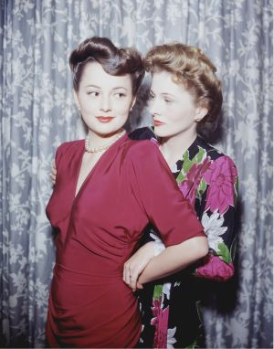 Olivia de Havilland (left) with her sister, actor Joan Fontaine, circa 1945. Photograph: Silver Screen Collection/Getty Images