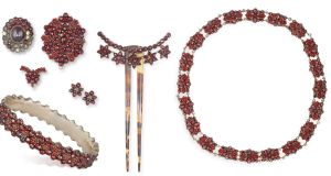 19th century garnet set gifted by Lord Byron to Mary Ann Chaworth in 1803 achieved €5,200 (€800–€1,200) at Adam's At Home sale.
