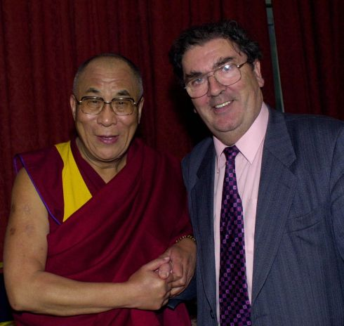 19/10/2000. The Dalai Lama (left) meeting with fellow Nobel peace laureate John Hume, the former SDLP leader has died at the age of 83.  Photograph: PA