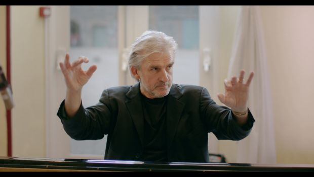 Barry Douglas directing from the piano.