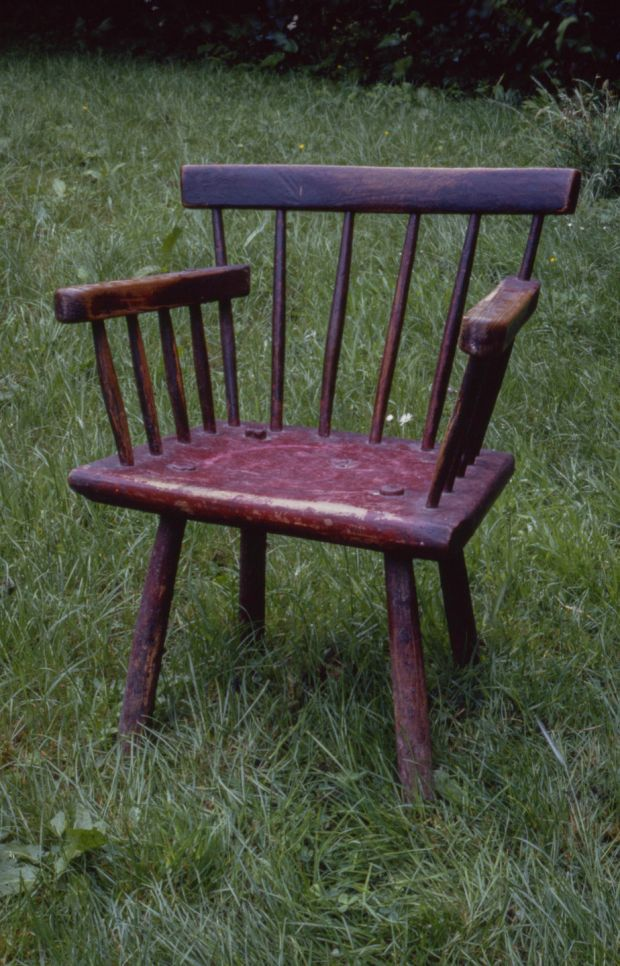 'Hedge chair' incorporating several different woods, unified by red paint. By wheelwright Thomas Murphy, late 19th century: its stretcher-less legs deliberately allowed for easy replacement. Photograph: Claudia Kinmonth, Co Wicklow, 1988