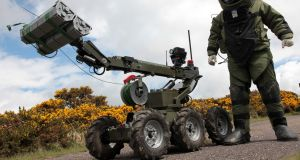 An  Army bomb disposal team made safe a pipe-bomb in Drogheda.