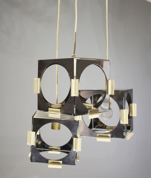 This contemporary-looking chandelier from the 1960s by Goffredo Reggiani in boxed format with chrome is for sale through de Veres, €400-€600