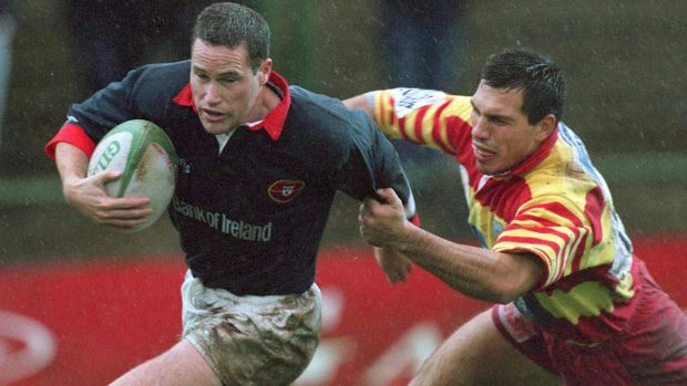 Brian Roche, pictured in action for Munster in 1998, was a part of Bath's European Cup winning side earlier that year. Photograph: Billy Stickland/Inpho