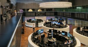Traders work in desk pods on the trading floor inside the Frankfurt Stock Exchange, operated by Deutsche Boerse AG, in Frankfurt, Germany . Photographer: Thorsten Wagner/Bloomberg
