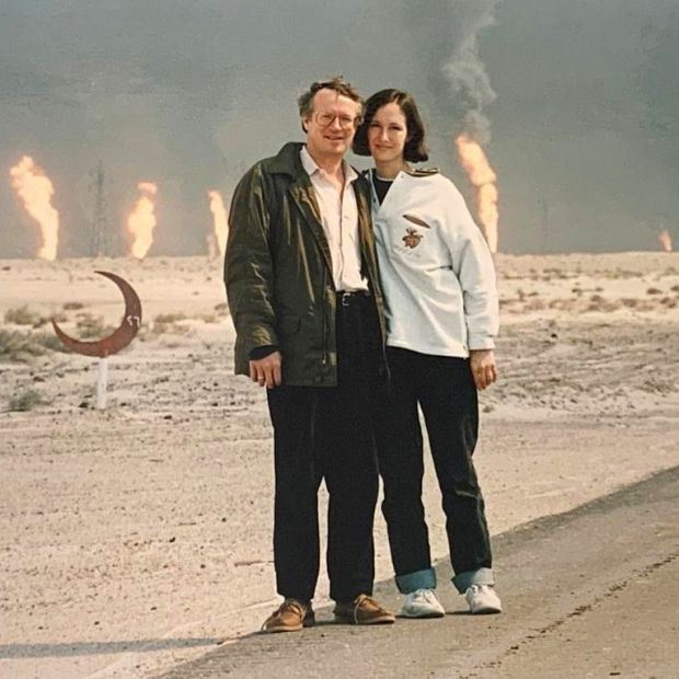 Lara Marlowe with Robert Fisk in Kuwait, near a burning oilfield, in February 1991