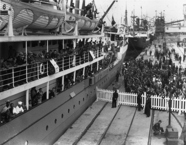 Blueshirts: members of Eoin O'Duffy's Irish Brigade arriving in Dublin on the SS Mozambique after fighting for Franco's forces in Spain. Photograph: Fox/Getty