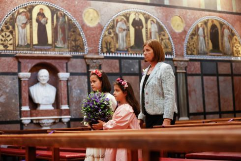 REMEMBERANCE: Pictured at the Irish Kidney Association's 35th Annual Service of Remembrance and Thanksgiving Carrying Forget-me-not flowers, the symbol of transplantation,  to the altar were Pauline Callaghan from Oldbawn Tallaght with her twin grandchildren Layla and Maddie Rose Henderson (both 9). Pauline donated a kidney to Layla in 2014 when Layla was three-years-old and living in Australia. They were taking part in the Service of Light cermony to honour of organ donors who gave the gift of life to others. The service was prerecorded in Newman University Church, St Stephens Green and will be broadcast this Sunday, November 15th at 11am on RTÉ One and RTÉ Radio 1 Extra. Photograph: Conor McCabe Photography