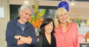 David McCullagh and Miriam O'Callaghan  with their colleague (centre) at a gathering.