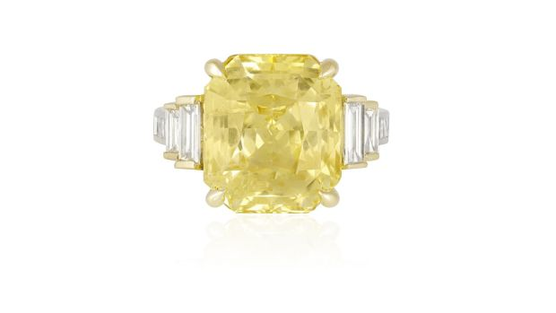 Yellow sapphire and diamond ring (Lot 172 €12,000-€18,000)
