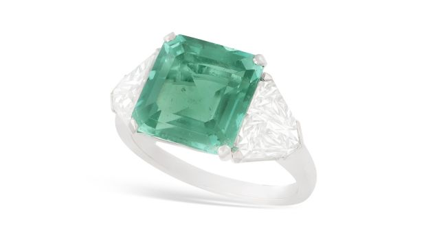 Intense Colombian emerald and diamond ring, untreated (Lot 103 €60,000-€80,000)