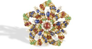 Gem set and diamond pendant/brooch (Lot 89 €7,000-€9,000)