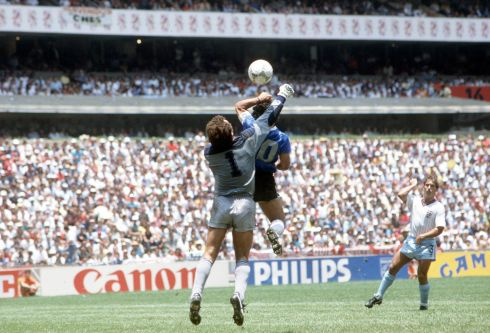 Diego Maradona scores his 'Hand of God' at the 1986 World Cup. Photo: Bob Thomas/Getty Images)