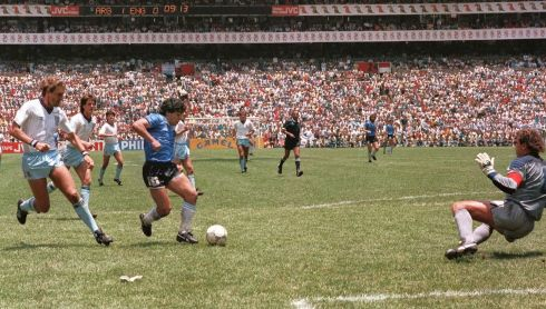 Diego Armando Maradona runs past English defender Terry Butcher (L) on his way to dribbling goalkeeper Peter Shilton (R) and scoring his second goal against England in 1986. Photo: AFP/Getty Images)