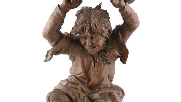 Rare wood carving by Gerrard Robinson €500–€700