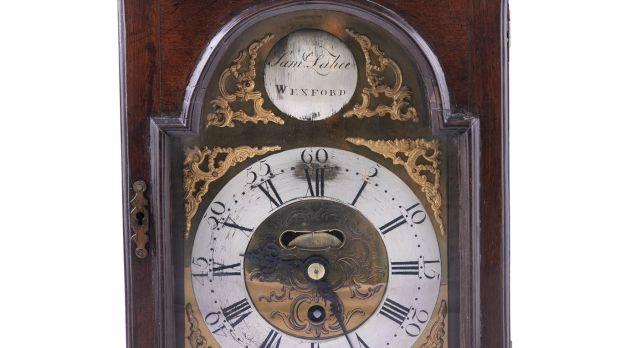 Irish George III walnut cased bracket clock by Samuel Lahee of Waterford €2,000–€3,000