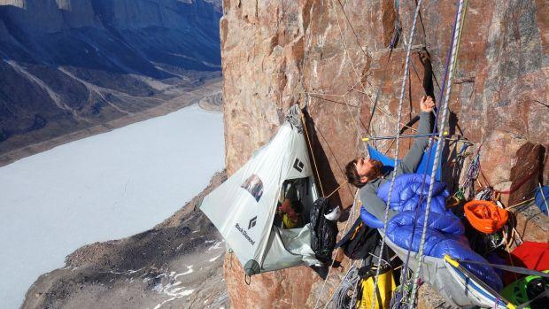 Sean Villanueva O'Driscoll trepa por nuevos caminos y muros vírgenes en Pakistán, China, Venezuela, Groenlandia y la isla de Baffin, así como muchos en la Patagonia.