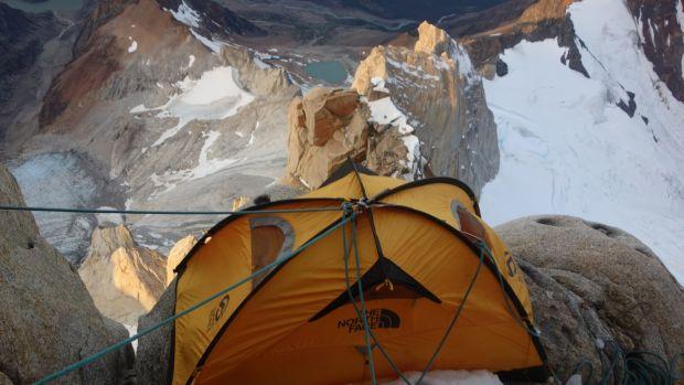 Carpa Shaun Villanueva Audiscoll en Cerro Fitz Roy en la Patagonia.