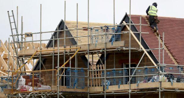 A lakásárak átlagosan 2,2 százalékkal emelkedtek tavaly annak ellenére, hogy azt jósolták, hogy a járvány az ingatlanok értékének csökkenését váltja ki. Fotó: Gareth Fuller / PA huzal