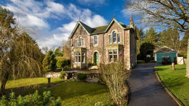 Această casă victoriană scoțiană cu cinci dormitoare este situată lângă satul Orchard.