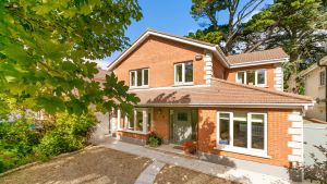 6 Maple Manor, Cabinteely, Dublin 18: property which sold for €1.265 million in 2007 returns to market priced   €875,000