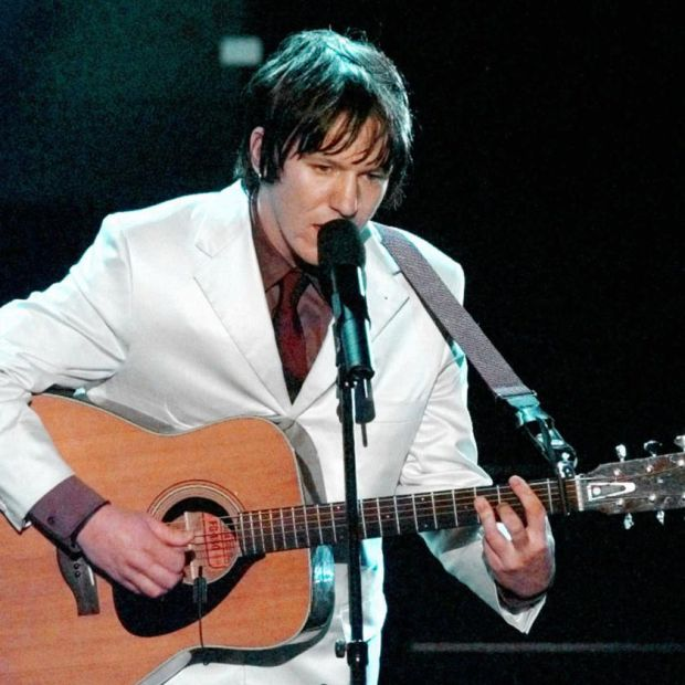 Singer-songwriter Elliott Smith performs at the 70th Academy Awards in Los Angeles on March 23rd, 1998. File photograph: AP Photo/Susan Sterner
