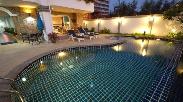 Acest apartament de la parter din Pattaya este la 5 m de piscină.