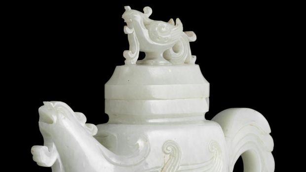 A rare Phoenix jade wine jar - Qing Dynasty € 6,000 to € 8,000