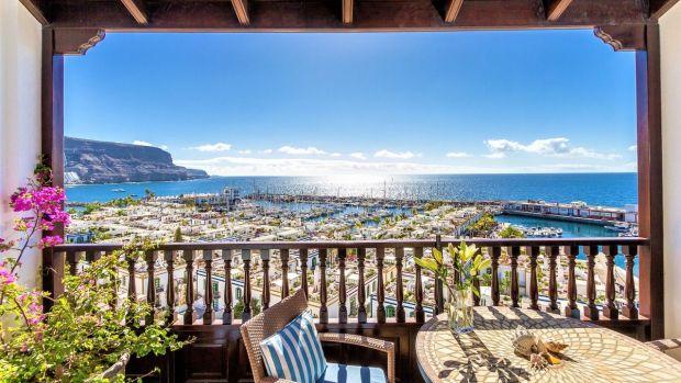 Este apartamento en Gran Canaria se encuentra en el último piso de una unidad de cuatro unidades.