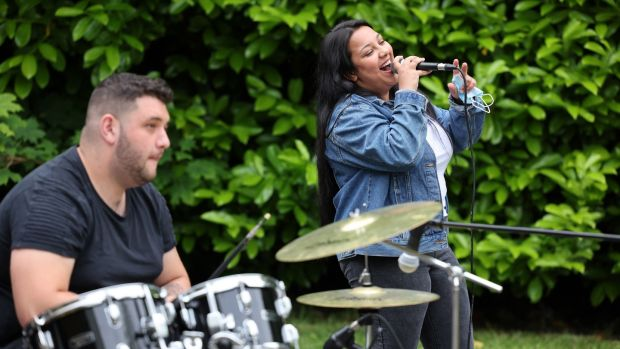 Shelly Stanka sings with Peter Krescan. Photograph: Dara Mac Dónaill