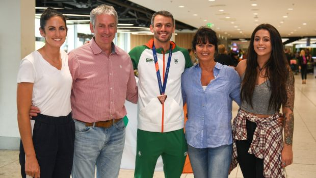 Thomas Barr with his family, from left, Jessie, Tommy, Martina and Becky at the Homecoming of the Irish Team from the European Athletics Championships in Berlin in 2018. Photograph: Eóin Noonan/Sportsfile