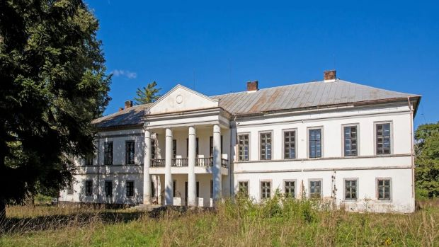 Acest palat românesc are 13 dormitoare.