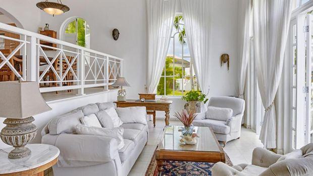 Vila cu 2 dormitoare din Barbados are o sală de mese pe două niveluri și terasă cu terasă.