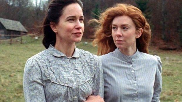 Katherine Waterston și Vanessa Kirby în The World to Come.