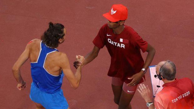 높이뛰기에서는 이탈리아의 지안마르코 탐페레와 카타르의 무타즈 이사 바르심이 동메달을 차지했다.  사진: Richard Heathcote/게티